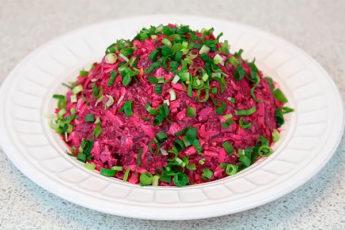 Наипростейший и наивкуснейший салат со свёклой