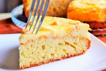 Пирог с яблоками и необыкновенно вкусной заливкой