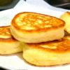 Пышный, аппетитный, горячий завтрак: оладьи на кефире