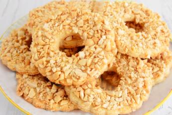 Мега нежные и рассыпчатые песочные кольца с арахисом