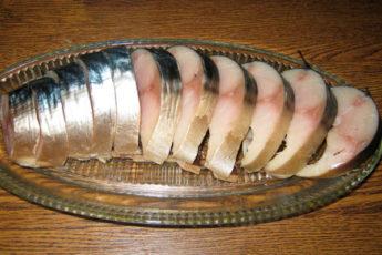 Потрясающая и нежная соленая скумбрия