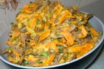 Этот печеночный салат с морковью полюбят все без исключения