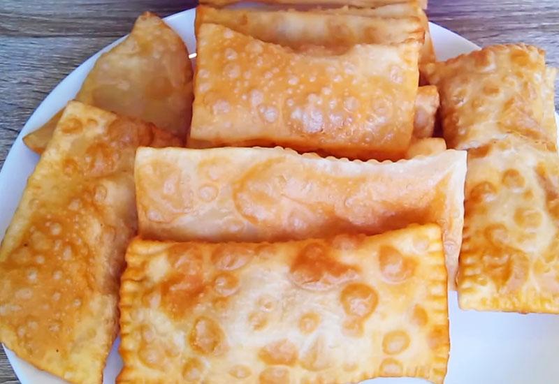 Тонкие картофельные пирожки из листового теста: хрустящая корочка и нежная начинка