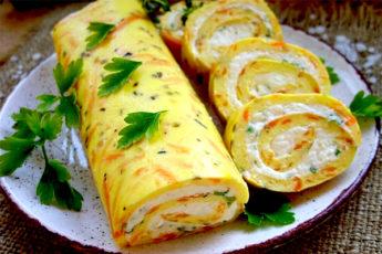 Омлетные рулетики с плавленым сыром и зеленью