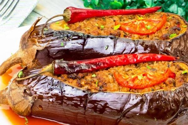 Рецепт для гурманов: фаршированные баклажаны в духовке