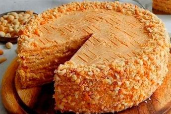Песочный торт с арахисом и кремом на основе сгущенного молока