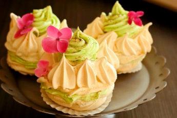 Пирожные безе с кремом