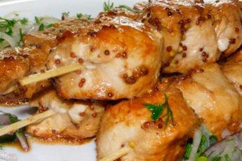 Сочный и безумно вкусный шашлык из курицы, приготовленный в духовке