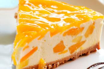 Воздушный торт-суфле без выпечки с персиками