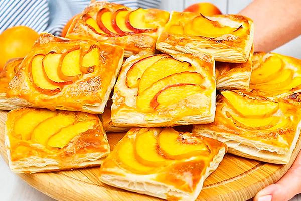 Ароматные хрустящие слойки с персиками — лакомство для всех