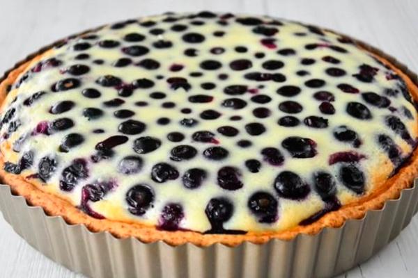 Пирог с ягодами и сметаной на нежном песочном тесте. Простой рецепт домашней выпечки