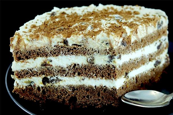 Творожный торт с кофе и черносливом