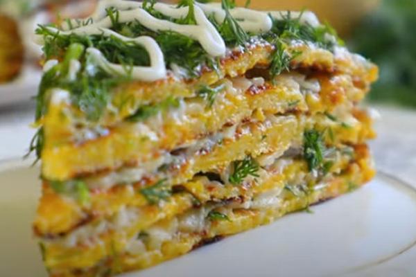 Закусочный торт из тыквы с сыром, чесноком и зеленью