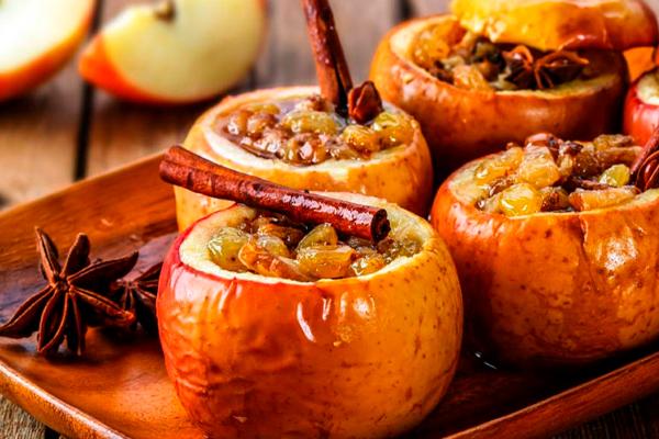 Запекаем яблоки с орехами: ароматный и полезный десерт в духовке за полчаса